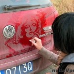 Špinavé auto a kus umenia