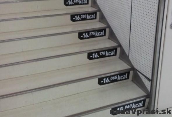 Originálne motivačné nálepky na schodoch