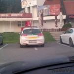 Takto parkujú policajti v PB