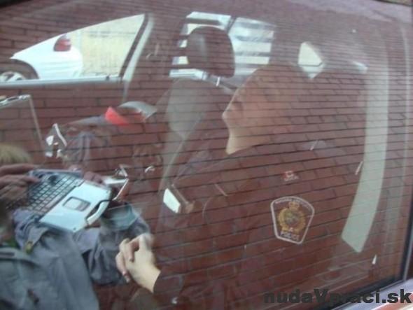 Ach tá ťažká policajná práca
