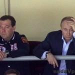 Putin a Medvedev po prehre Ruska s Fínmi