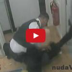 Neovládol sa! Policajt mlátil ženu do tváre