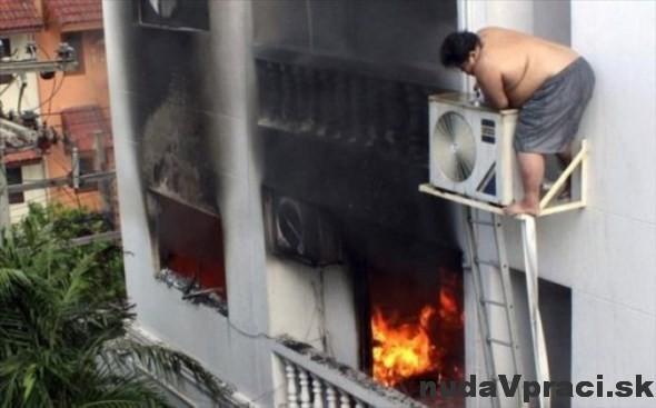 Horí, tak si aspoň klímu opravím