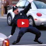 Top 10 tancujúcich dopravných policajtov