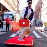 Aladin na lietajúcom koberci v New Yorku