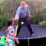 Nemá chybu! Opitý otec učí deti na trampolíne