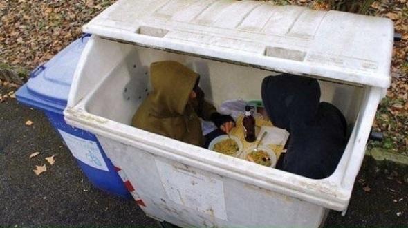 Romantická večera bezdomovcov