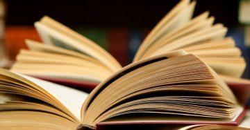 Zažeňte nudu v práci s dobrou knihou